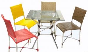 Mesa com 4 cadeiras alpineas