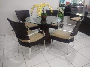 Conjunto Ana com 2 cadeiras + 1 mesa de centro Eiffel