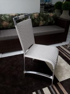 Cadeira Saint Phelipe c/ pintura eletrostática