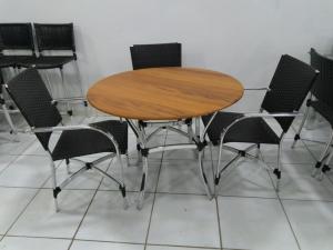 Mesa tampo de Madeira 1.00 + 4 cadeiras Savana